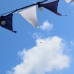 Symbolbild - Himmel mit Wimpeln